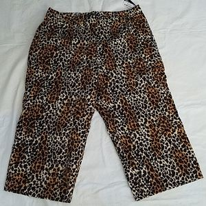 Larry Levine Woman Cheetah Stretch Crop Pants 22W